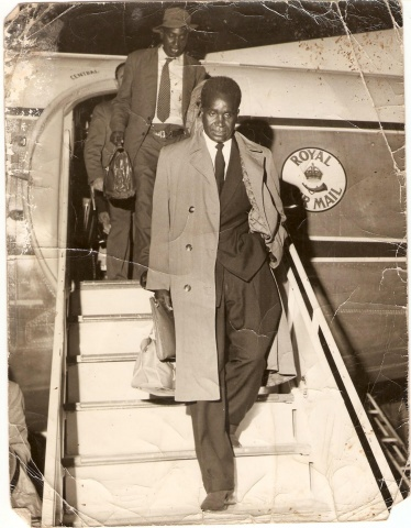 ZAMBIA`S FIRST PRESIDENT KENNETH KAUNDA RETURNING FROM HIS TRIP WHERE HE SIGNED THE BAROTSELAND AGREEMENT IN BRITAIN IN 1964