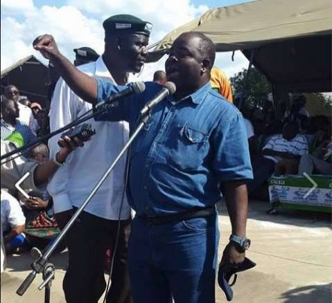 Chitotela asking the crowd to support Edgar lungu