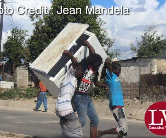 Some guys spotted along Matero- Lilanda carrying a fridge believed to have been looted. . - Lusakavoice.com